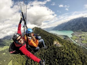 paragliding-interlaken-skywings-harder-kulm-high-lake